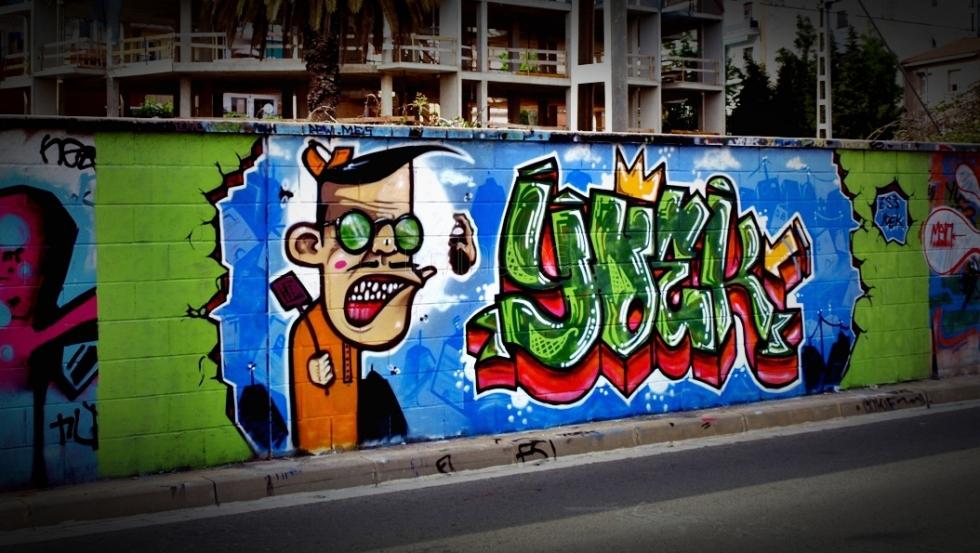 grafitis-en-la-via-paseo-por-castelldefels_517886