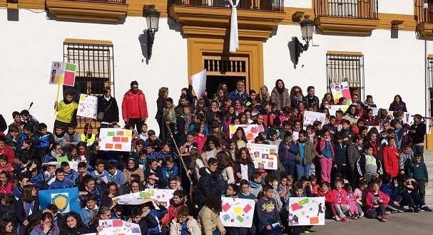Niñas y niños se congregan en la Plaza de la Constitución para decir NO a la violencia contra las mujeres.